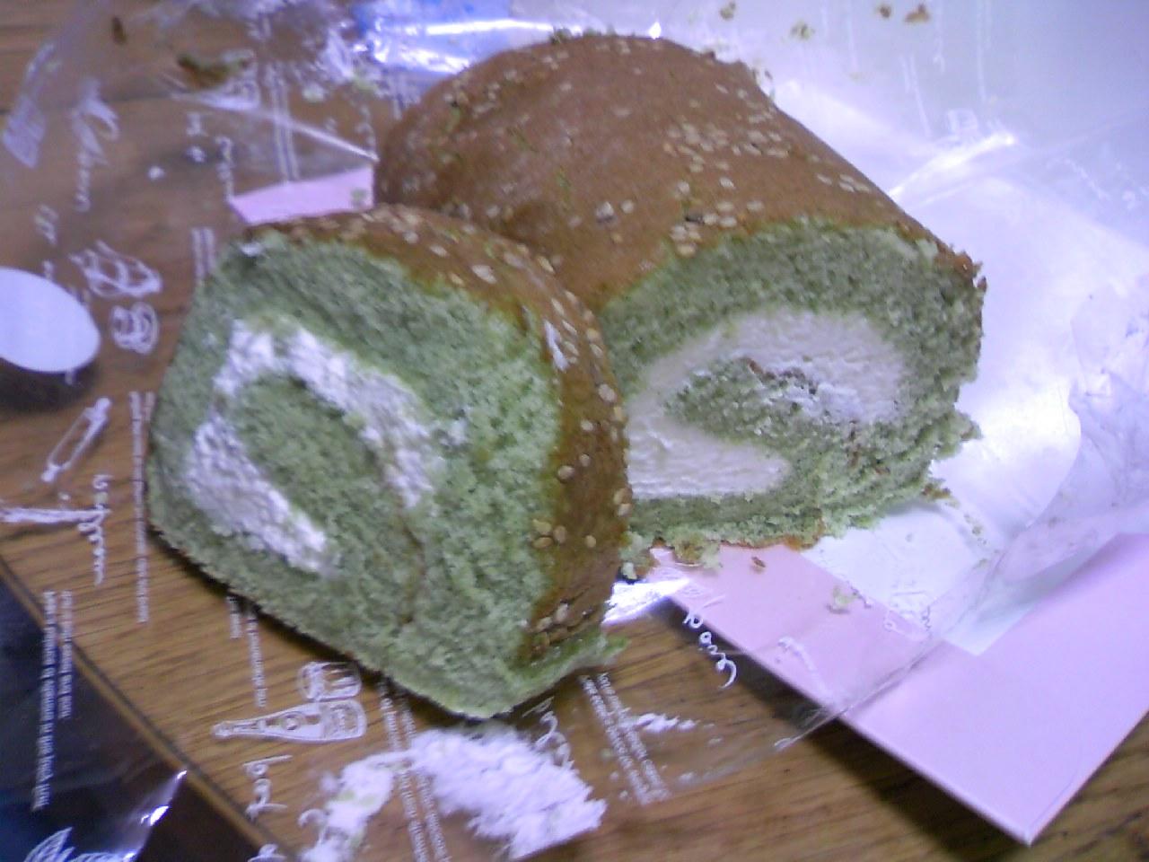 小松菜ロールケーキ